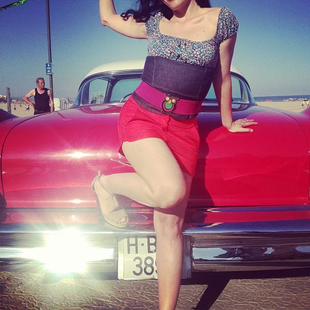 roser amills pinup torredembarra cotxe vermell