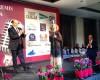 Maravilloso reconocimiento a Gloria González Lamúa, se lo entrega Constantino Mediavilla #premiosapei2014
