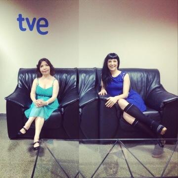 TV2 | La Mònica Pin és l'#espectadoraVIP de la Roser Amills a Vespre a La 2