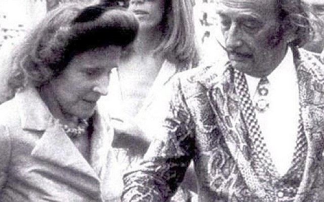 Un productor de Hollywood planeaba rodar una película sobre el libro Mi vida con Dalí (publicado en 1986) de Amanda Lear, y la actriz elegida para encarnar su papel fue la Schiffer…