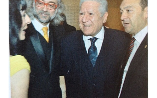 "by Víctor Amela: ""Con mi chica Roser Amills, y Lluís Bassat y Constantino Mediavilla"""