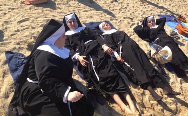 Acabo de alucinar con estas monjitas alegres en Barcelona!!
