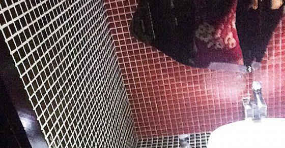 roser amills selfie vestido de flores lavabo
