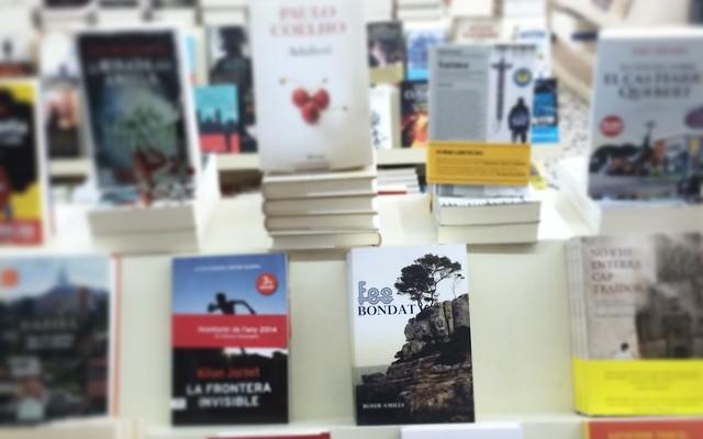 A la Llibreria Maite de Gràcia (Via Augusta 64, Tel. 932181541) ja tornen a tenir exemplars de #fesbondat x 12€!! Esgoteu-los de nou, sí!!!
