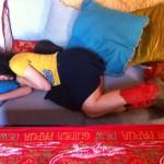 roser amills desnuda en el sofa