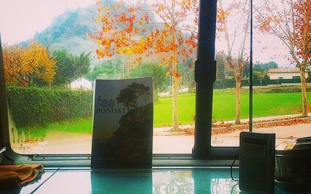 """by @afromarc86 """"Buenos días!! En Tona disfrutando de las vistas y de la gran compañia de @laola_blue de y #baco!! #fesbondat #sebuena #relax #dontworry #behappy #vidacontemplativa"""""""