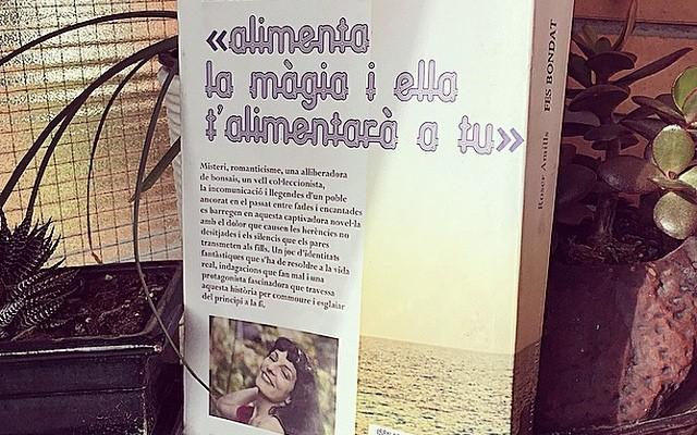 """by @afromarc86 """"Ja esta, ç'est fini!! Alimenta la màgia i ella t'alimentarà a tu!! Gràcies @roseramills per aquesta historia tan màgica!! Esperan la nova!!!! #fesbondat #sebuena #libro #fin #theend #magia #fades #follets #aigua"""""""