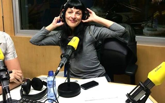 Avui vespre seré a Catalunya Ràdio amb #50ombresdegrey URGENT què em farieu si jo fos la protagonista?