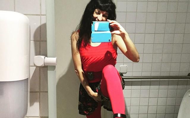 Bona nit i feliços somis des del lavabo de @catalunyaradio ;)) #amillspublicwc