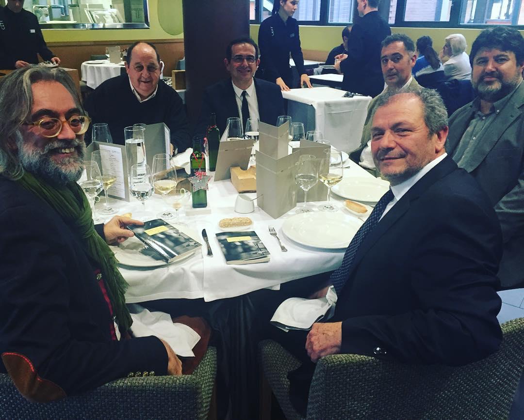 Aquí tenéis al autor de #impresionesdeunbarman a sus presentadores @victoramela y Honorio Blasco