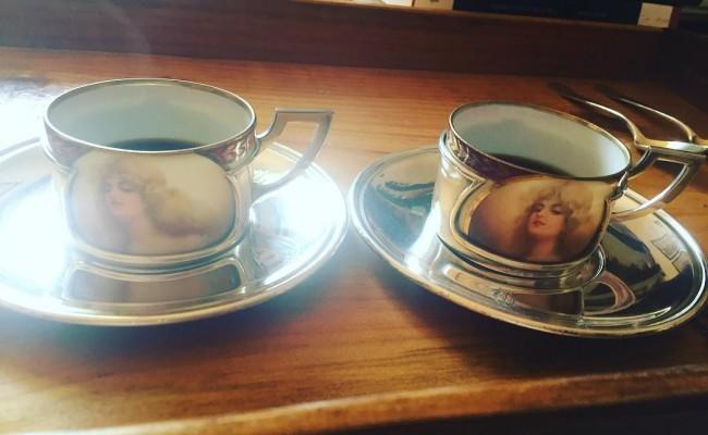 Hemos tomado café con tazas de 1800, como mi nueva #novela2016 ;)) Tengo muchas ganas de poder hablaros de ella!!