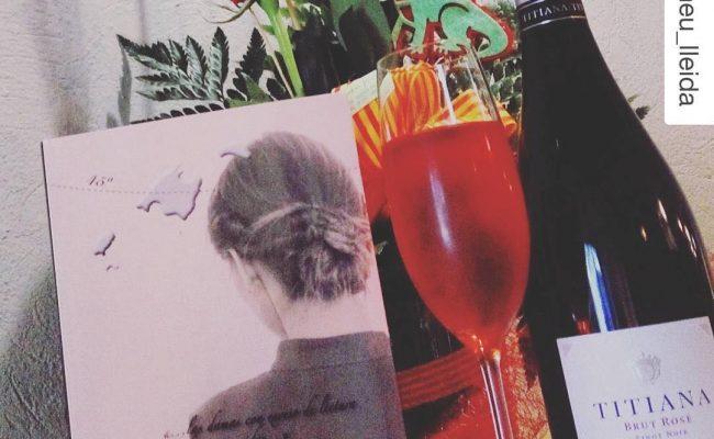 Es un honor!! En el excelente restaurante @romeu_lleida han celebrado Sant Jordi con La bachillera:・・・Celebra la Diada de Sant Jordi  a Romeu Restaurant.Truca reserva la teva taula i tindras el teu obsequi.🍸Cava Titiana Brut Rosé .📖La Bachillera @roseramills 💯X💯 recomanable☎973800539 (reserva de taula @ifbeditors