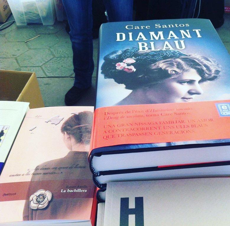 Al lado de la excelente @care_santos una novela protagonizada por una lectora apasionada @ifbeditors