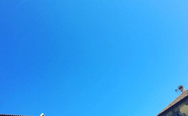 El cielo azulea ;)) #street #streetphotography #Barcelona #urban #urbanart #instagood #artwork #photooftheday #pasteup #instagraff #instagrafite #streetarteverywhere