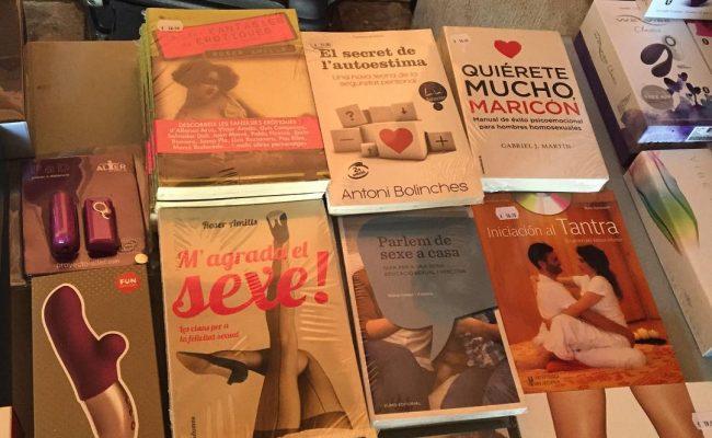 """Gran colección de libros y juguetes!! """"Literatura eròtica"""" amb @roseramills !!! #JornadaOrgasmeFemení"""