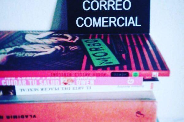 Gracias @albertocalaf por leer #morbo ;)) #se #admite #correo #comercial #palabras #historias #paseo #noches #eternas #cal #roseramills #grafica #letrero #albertoCalaf #proyectoestudio #fotodiario #proyecto #luz #fotografia proyecto #fotográficacalaf #albertoCalaf #prensa #elpaissemanal #lavanguardiamagazine #lavanguardia #leica #nikon #fotografia #infinity