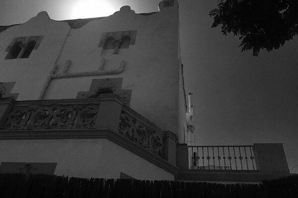 "I @chenopo_life me cita más: ""Aprendre a dir-ho tot amb el nom que té"" | ""Aprender a llamarlo todo por su nombre"" #roseramills #morbo #margenet #cal #barcelona #thebarcelonist #morning #igersbarcelona #ig_barcelona #igersbcn #rsa_urban #rsa_bnw #rsa_light #rsa_photo_of_the_day #bnw #instantaniacat #barcelonainspira #allblackcommunity #unlimitedbarcelona #barcelonablack #sky #lookingup #architecture #arquitectura"