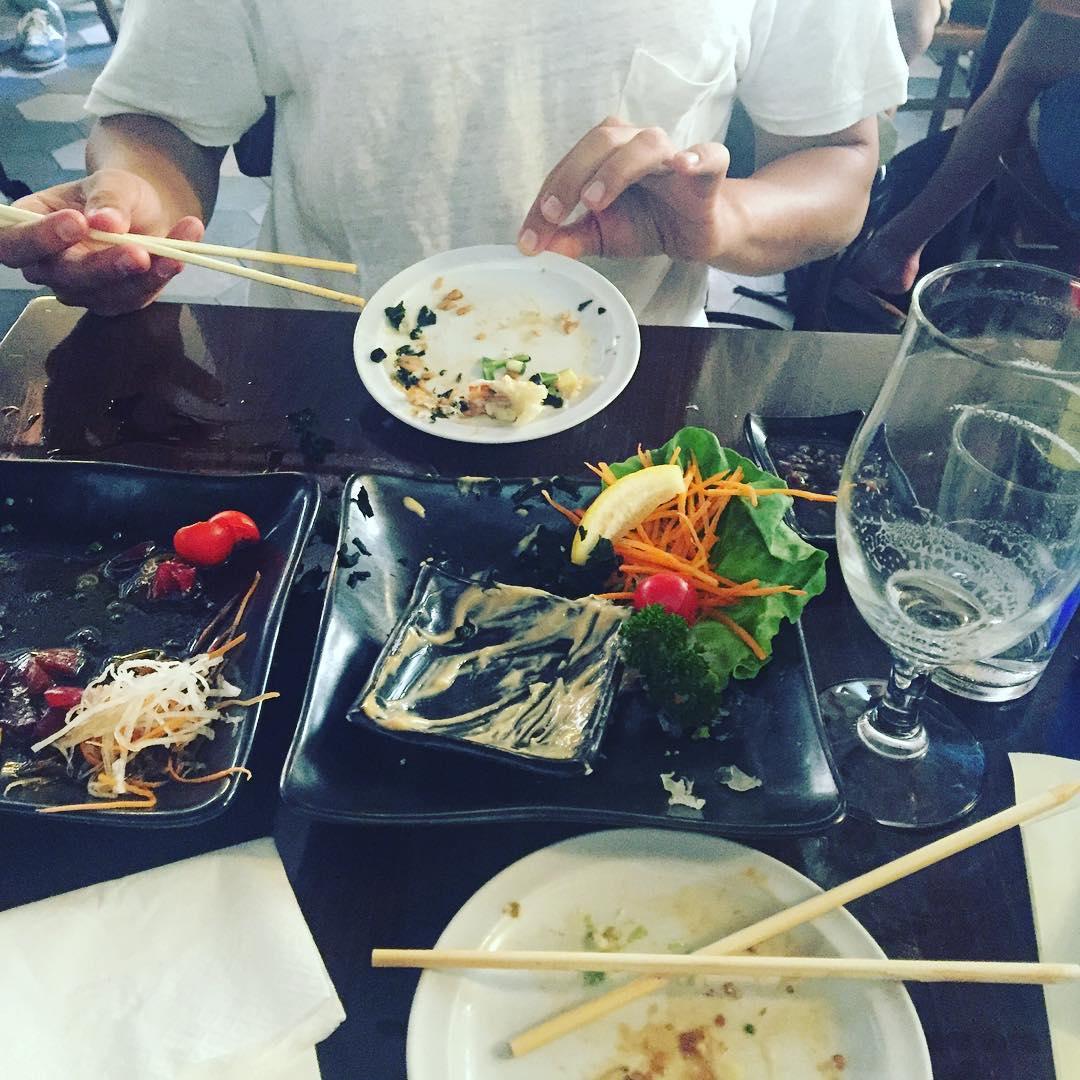 Hemos comido tan bien que se nos ha olvidado hacer la #fotomona para instagram ;)) con @albusquets power (foto dedicada a @laola_blue )