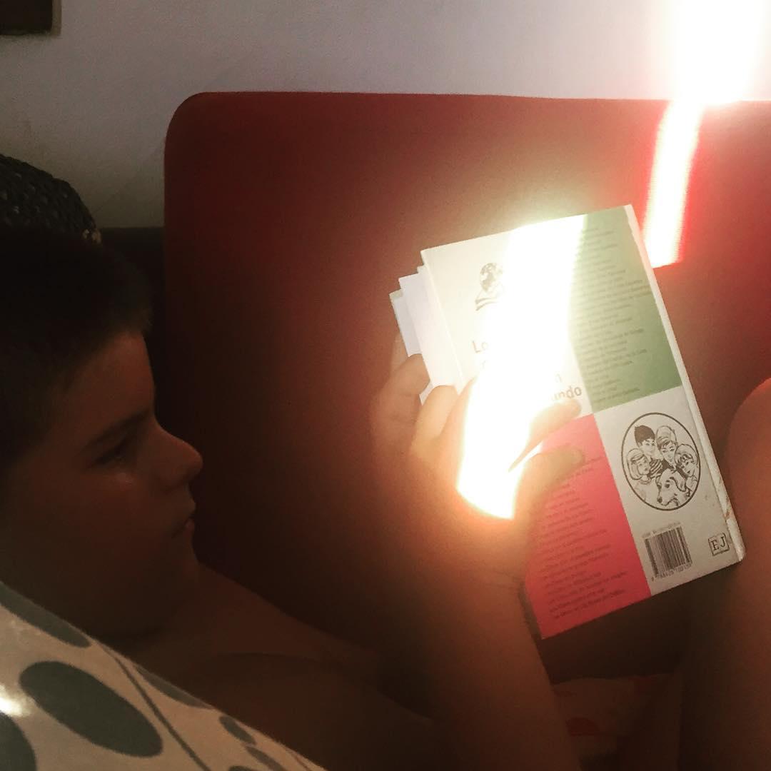 Qué maravilla pasarle a mi hijo de 9 años mi ejemplar favorito de #elclubdeloscinco !!!! Y que le guste