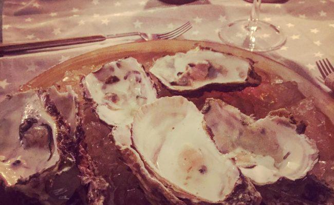 Y resulta que @marco_blued no sólo las ha elegido, también ha abierto las #ostras ;)) #food #foodporn #yum #instafood #foodie #barcelona #yummy #amazing #instagood #photooftheday #sweet #dinner #lunch #cenaromantica #fresh #tasty #foodie #delish #delicious #eating #foodpic #foodpics #eat #hungry #foodgasm #hot