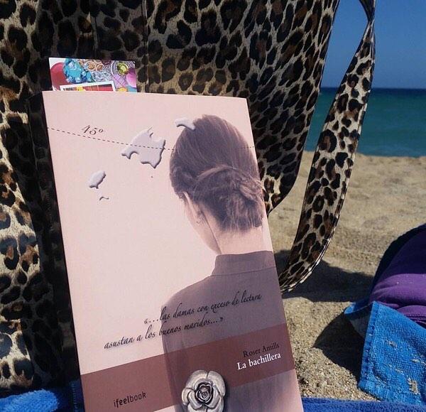 "Avui ""La bachillera"" ha anat a la platja! Hoy ""La bachillera"" ha ido a la playa! Today #labachillera has gone to the beach! 👍😎😉😍 #labachillera#roseramills#mallorca#mallorquina#llegiresunplaer#leeresunplacer#llibre#llibres#libro#libros#librosqueleer#platja#playa#bookstagram#book#books#instabooks#beach#beaches#bookstoread#readingisapleasure"