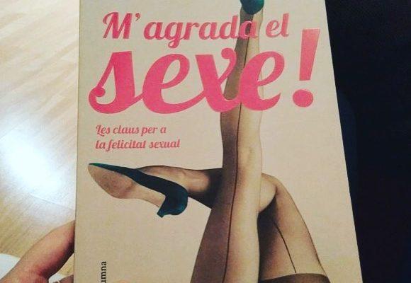 El @gerard_jofra ja té lectura per a  aquesta nit. #Magradaelsexe #libro #lectura #book #leer #reading #instabook #novela #bookstagram #sex #sexe #sexo
