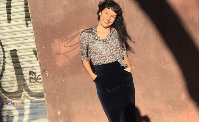 Os gusta? Estreno blusa Puck, con estampado de libélula de @snobiliaire #ropaparagentequelee y falda lápiz azul de la colección #invierno2016 #winter2016 😍#ropaparagentequeescribe #moda #fashion #fashiongram #👫 #etsyshop #newcollection #nuevacoleccion | Foto de @marco_blued 💕