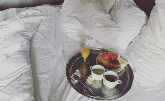 Dos placeres en uno #desayunoenlacama :)) #love