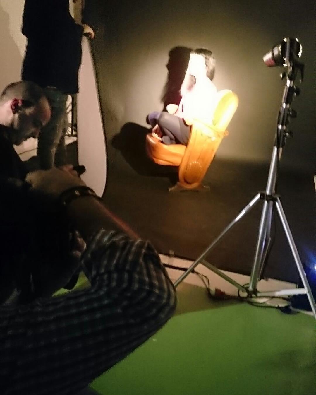 Profesora taller de escritura convertida un rato en modelo de #fotografiaerotica en #comudelamassana ;)) Foto del maravilloso @marco_blued