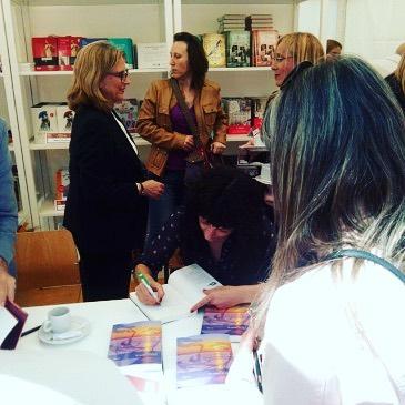 Este domingo dedicaré libros de 12 a 15h en @bar_pietro :)) #Labachillera #elecuadordeulises #📚#escritora #mallorquina #algaida #clubdelectura #llibres #libro #books #bookshop #libreria #llibreria #bestseller #leermola #leeressexy #lecturas #booklover #bookstagram #cultura #regalalibros #regalallibres #mallorcainspira