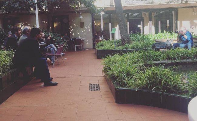 Vinc a l'Ateneu a fer un vídeo per l'ACEC i em trobo el @bernatdedeu i la #cristinasavall en acció :))