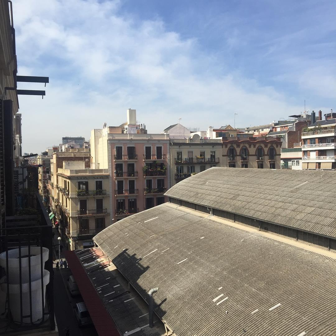 """Recuerdo cada detalle. Los alemanes iban de gris. Tú ibas de azul."" Casablanca #amillsmorning #bondia #buenosdias #goodmorning #morning #day #barcelona #barridegracia #daytime #sunrise #morn #awake #wakeup #wake #wakingup #ready #sleepy #sluggish #snooze #instagood #earlybird #algaida #photooftheday #gettingready #goingout #sunshine"