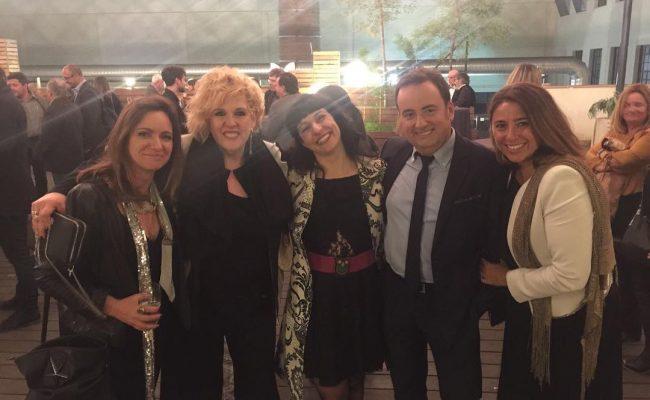 Entre amigos todo tiene mejor color: #premissantjordi2017 con @xavicollado @belen_marron Silvia Tarragona y Cristina Moreno ❤️#premissantjordi de @rtve #AntigaFàbrica @rtve @rtvecomunicacion @tve_catalunya