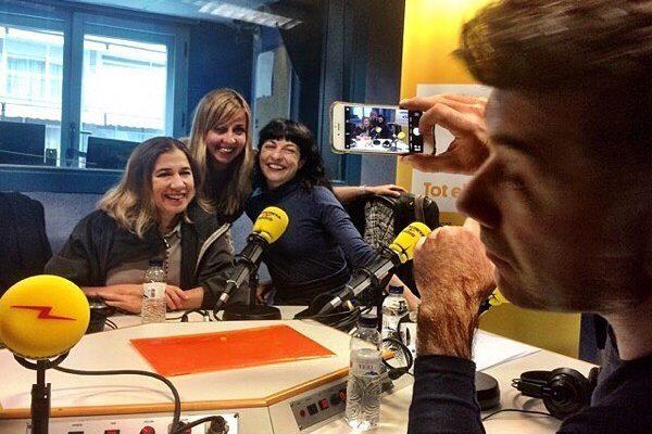 3 i un revolucionat #RevolucióCatRàdio ara a les 19h a @catalunyaradio :)) Avui, amb @adaparellada i dirigides per @xantal_llavina i @pineti, reflexions a mil. A les set 😉 #méscatradio #catradioesmou