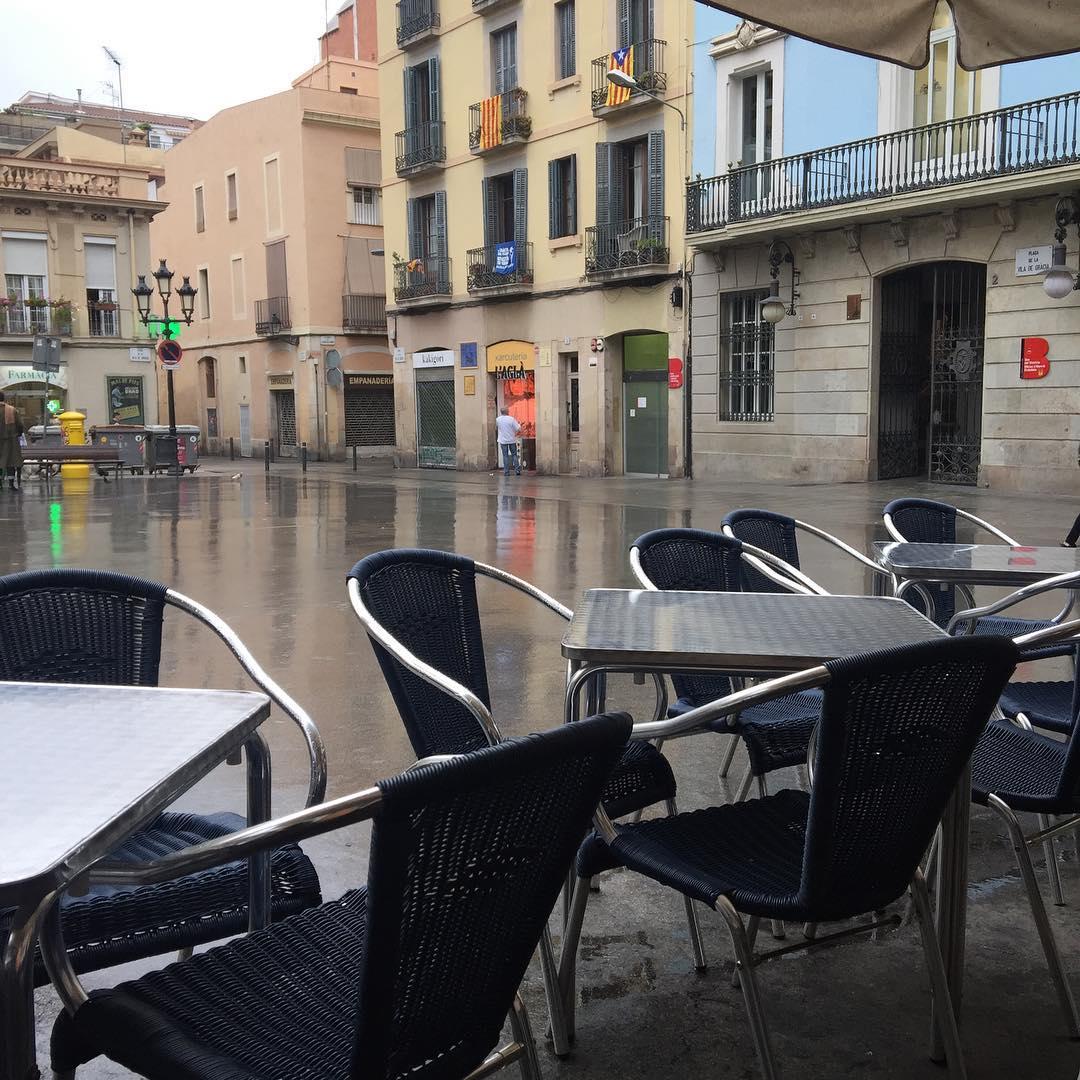 """Busca la profundidad de las cosas; hasta ahí nunca logra descender la ironía"" Rilke #amillsmorning #bondia #buenosdias #goodmorning #morning #day #barcelona #barridegracia #daytime #sunrise #morn #awake #wakeup #wake #wakingup #ready #sleepy #sluggish #snooze #instagood #earlybird #algaida #photooftheday #gettingready #goingout #sunshine #instamorning #early"