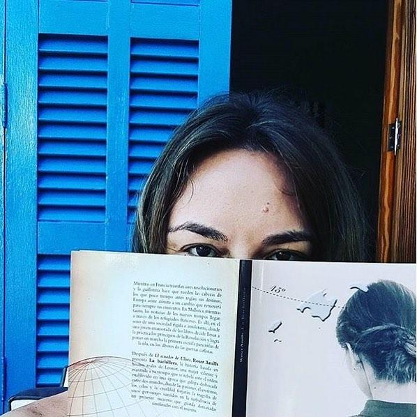 Gracias @mariacolomamairata por ser tan buena lectora de mis novelas y por esta foto con #labachillera 💕#mallorquina #algaida #llibres #libro #books #bookshop #libreria #llibreria #bestseller #leermola #leeressexy #lecturas #booklover #bookstagram #cultura #regalalibros #regalallibres #novela #sigloXIX #sigloXVIII