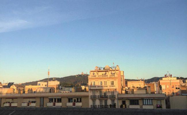 Feliz domingo! #amillsmorning #bondia #buenosdias #goodmorning #morning #day #barcelona #barridegracia #daytime #sunrise #morn #awake #wakeup #wake #wakingup #ready #sleepy #sluggish #snooze #instagood #earlybird #algaida #photooftheday #gettingready #goingout #sunshine #instamorning #early