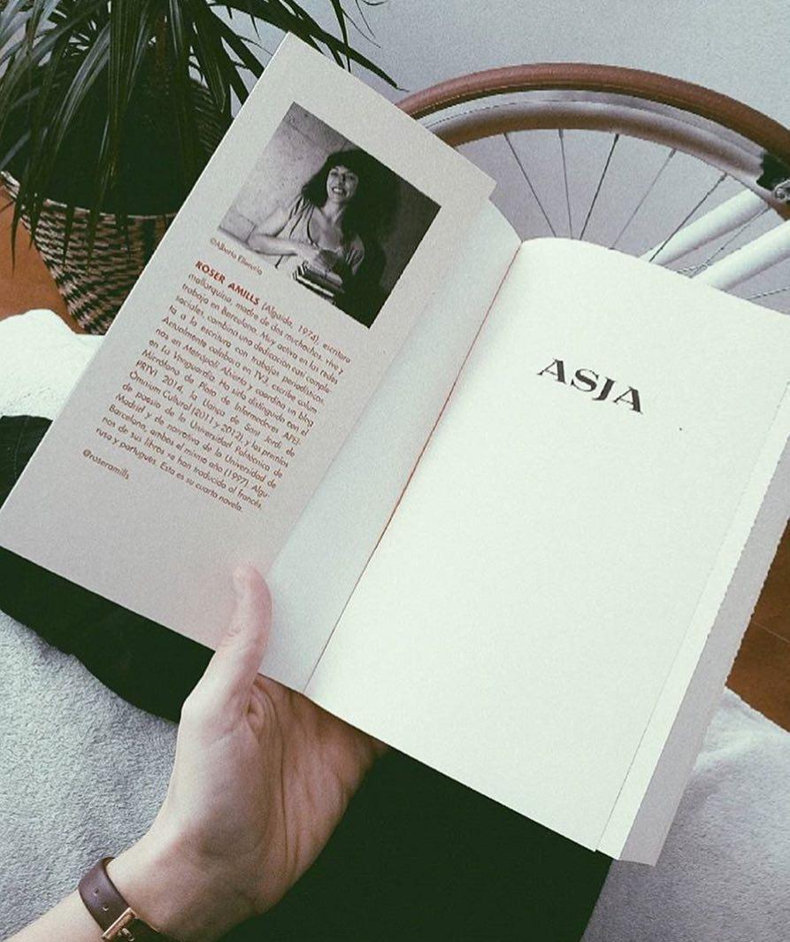 Me hace ilusión irme a dormir con esta foto de @mariamestre__ Gracias por elegir #asjalacis 📚