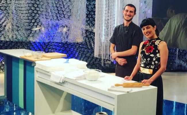 Ens heu vist treballar avui la massa de #pizza a @tardaobertatv3 ?