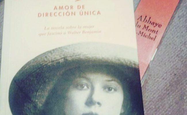 Gràcies @misabelvergara78 per fer-te amb #asjalacis aquest cap de setmana. #repost Començant a llegir #Asja per recomanació de @SandraFerrerV molt present en la lectura