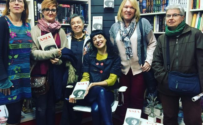 L'#asjalacis ha trobat molt bones lectores a @llibreria_efora de #cerdanyola Gràcies!!!