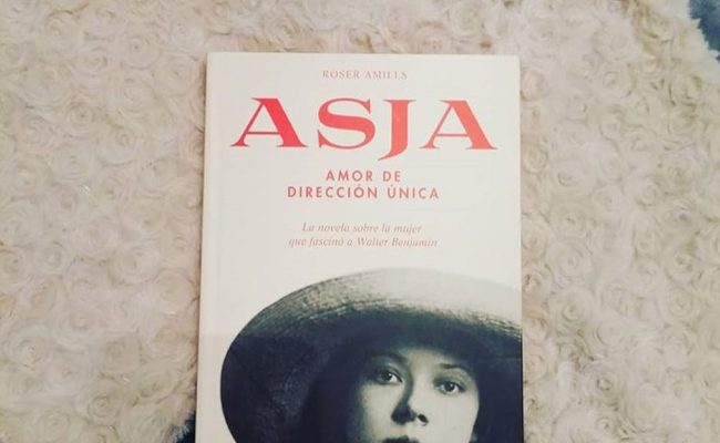 La maravillosa @nataly_books ya se ha hecho con su ejemplar de #asjalacis también, qué alegría!!!