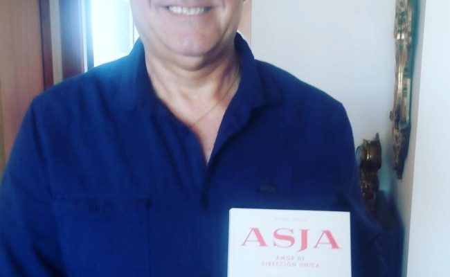 Gracias, Toni Sánchez, me hace mucha ilusión esta foto, y sobre todo que hayas decidido leer la novela sobre #asjalacis este fin de semana!! 💕📚 #asjalacis 💕 #walterbenjamin 📚 #comanegra #mallorquina #algaida #llibres #libro #books #bookshop #libreria #llibreria #bestseller #leermola #leeressexy #lecturas #booklover #bookstagram #cultura #regalalibros #regalallibres #novela #guerramundial #revolucionrusa