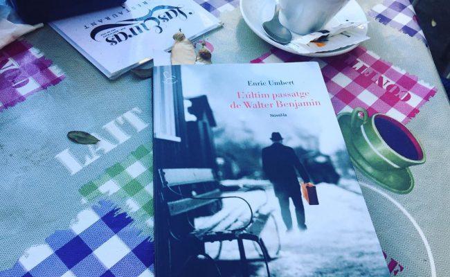 Aquest dijous seré a la @malpaso.libreria amb @enricumbert per sentir les veus d'#AsjaLacis i de #WalterBenjamin. El #teatre revolucionari, la #filosofia crítica, i un amor de direcció única. Dos llibres de @Comanegra i @Edicions_62