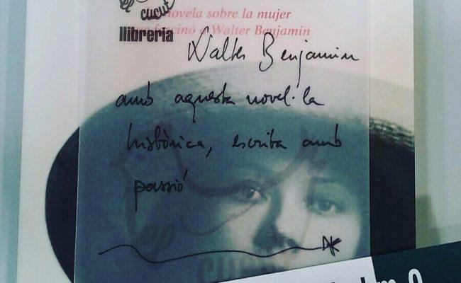 És un honor que Teresa Calabús de Llibreria El Cucut #elcucutllibreria de #torroellademontgri recomani la meva novel.la d'#asjalacis & #walterbenjamin !!! @comanegra #algaida #mallorquina