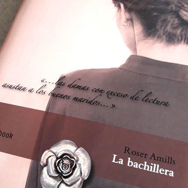 """""""Pero se ha corrido la voz, murmuran que es extraña, una loca enferma de libros y más tenaz en los estudios que muchos hombres, una dama con una pluma o un libro en las manos…"""