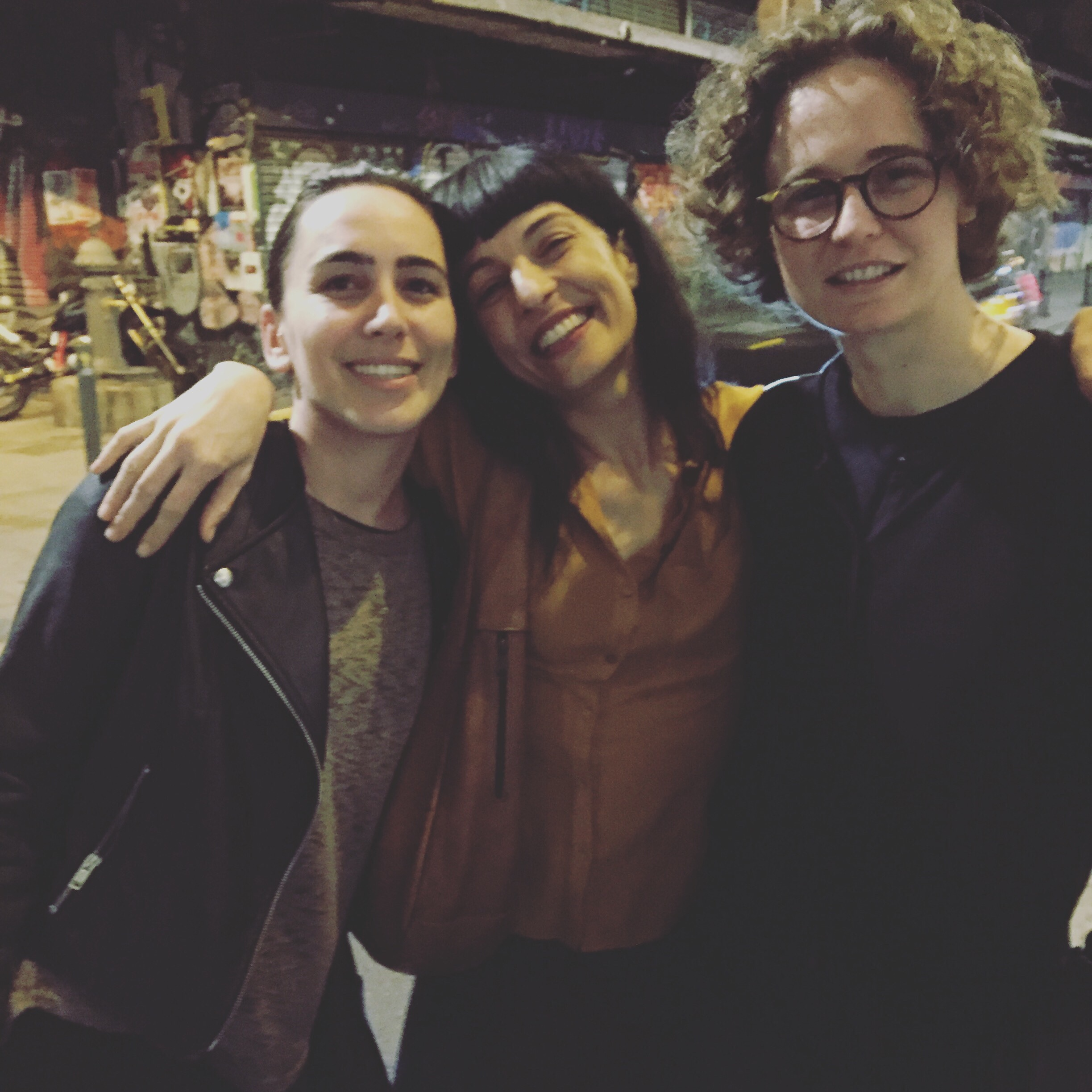Roser Amills, Laura y Sandy