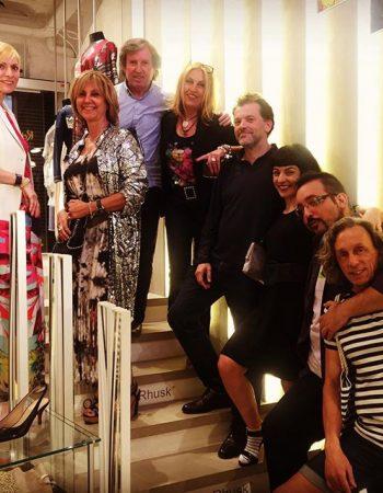 Van llegando los invitados, momento escalera @ottovanrhuskbcn @yolandacooficial nos mima mucho!