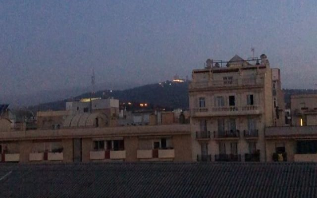La ciudad levanta las persianas, yo levanto las pestañas y sigo escribiendo ;)) #buenosdias #bondia #bonjour #conamor ❤️