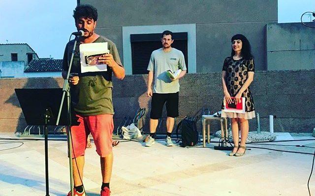 Llevar la poesía a la calle es @festival_poesart d'Artà #PoésArt2018 #poesia #festivaldepoesia #poetry #poetryfestival #talentib #arta  #mallorca #summer #estiu #poetrylovers #poetrygram #poetryisnotdead #poetryislove